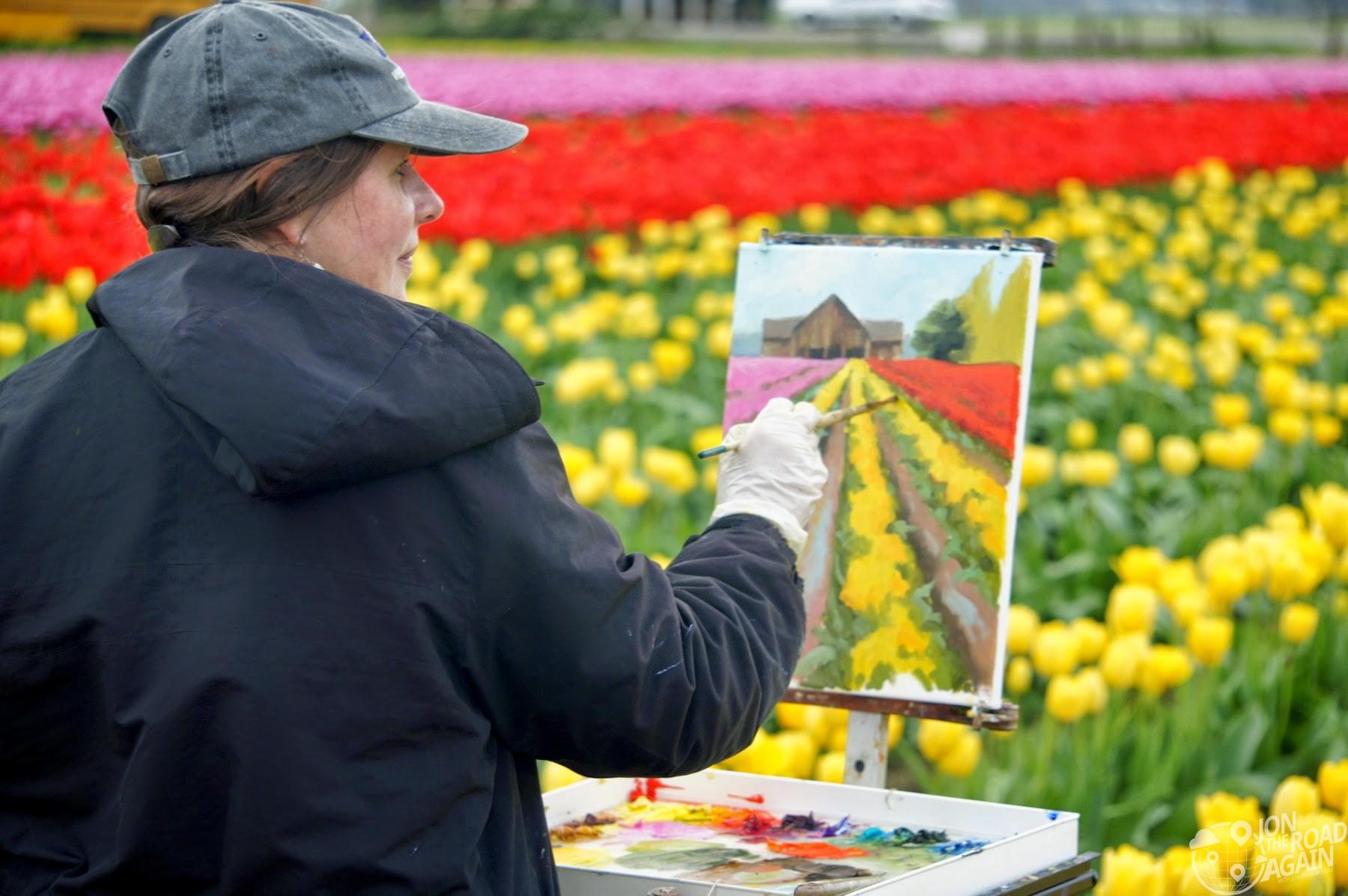 lady painting plein air at Skagit Vallet Tulip Festival