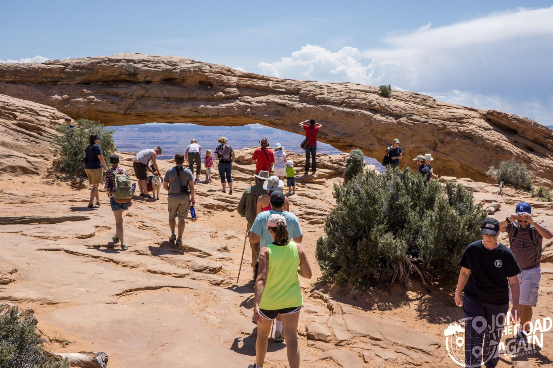 Mesa Arch crowd canyonlands