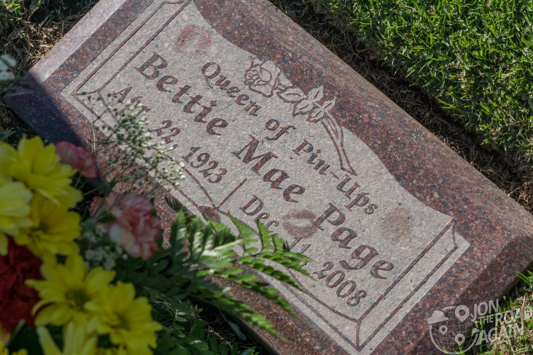 Bettie Page grave