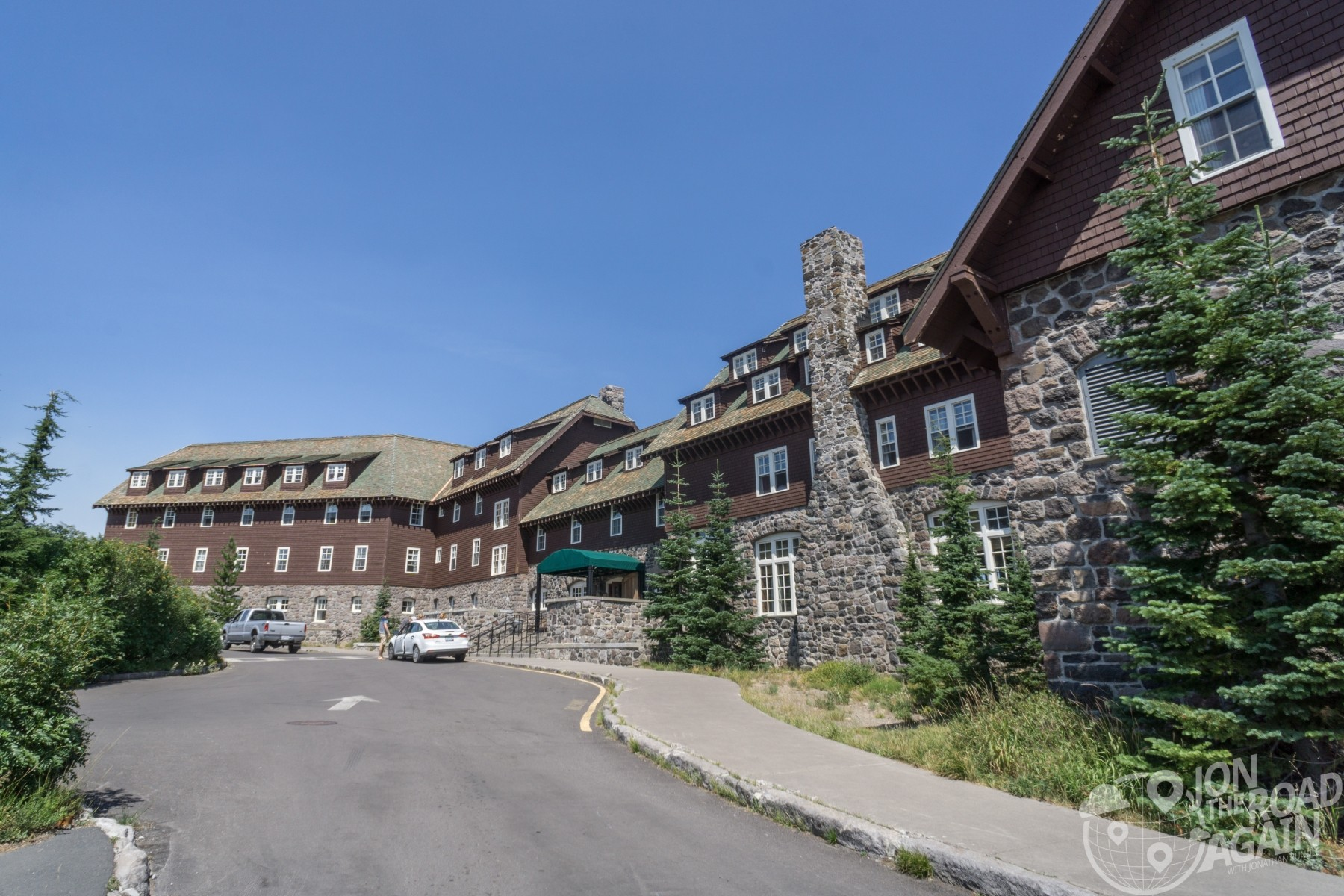 Front of Crater Lake Lodge
