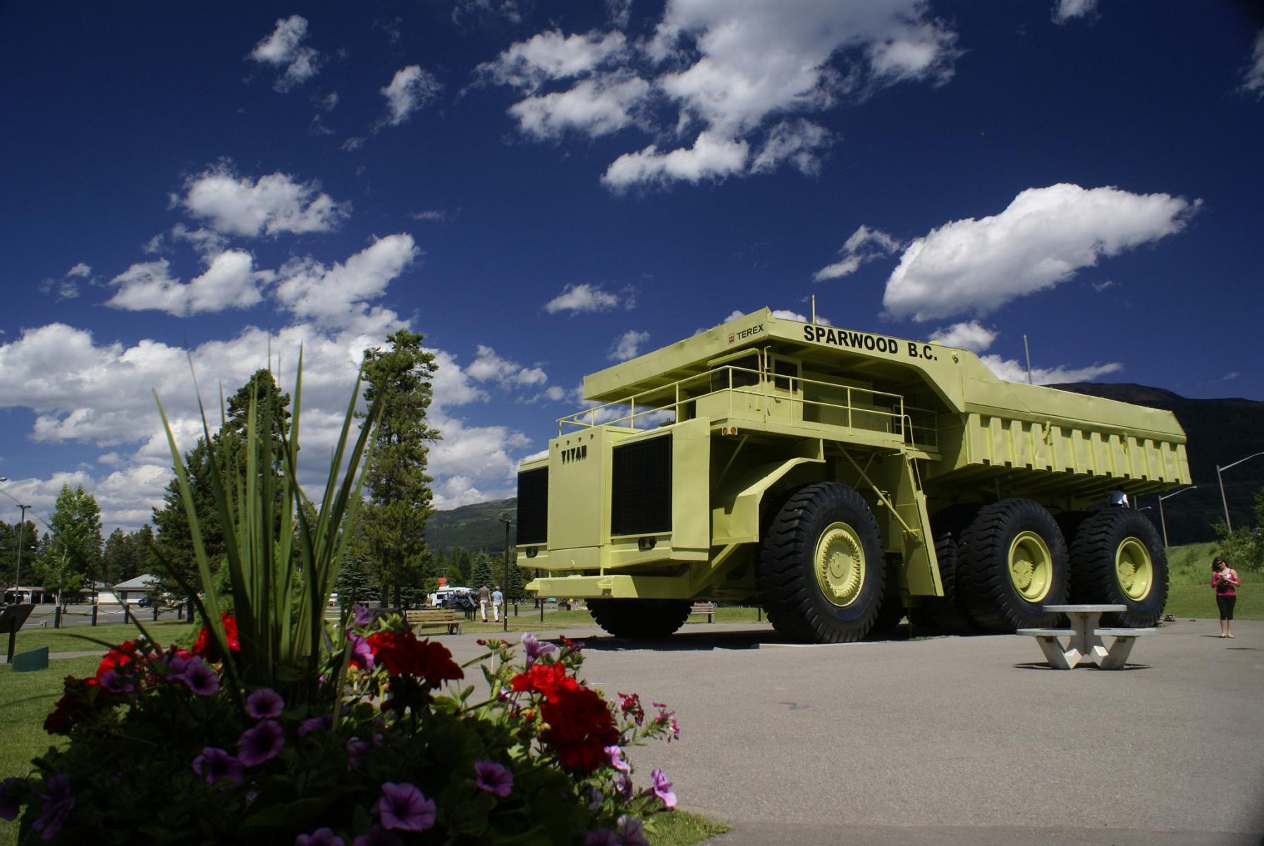 Largest dump truck