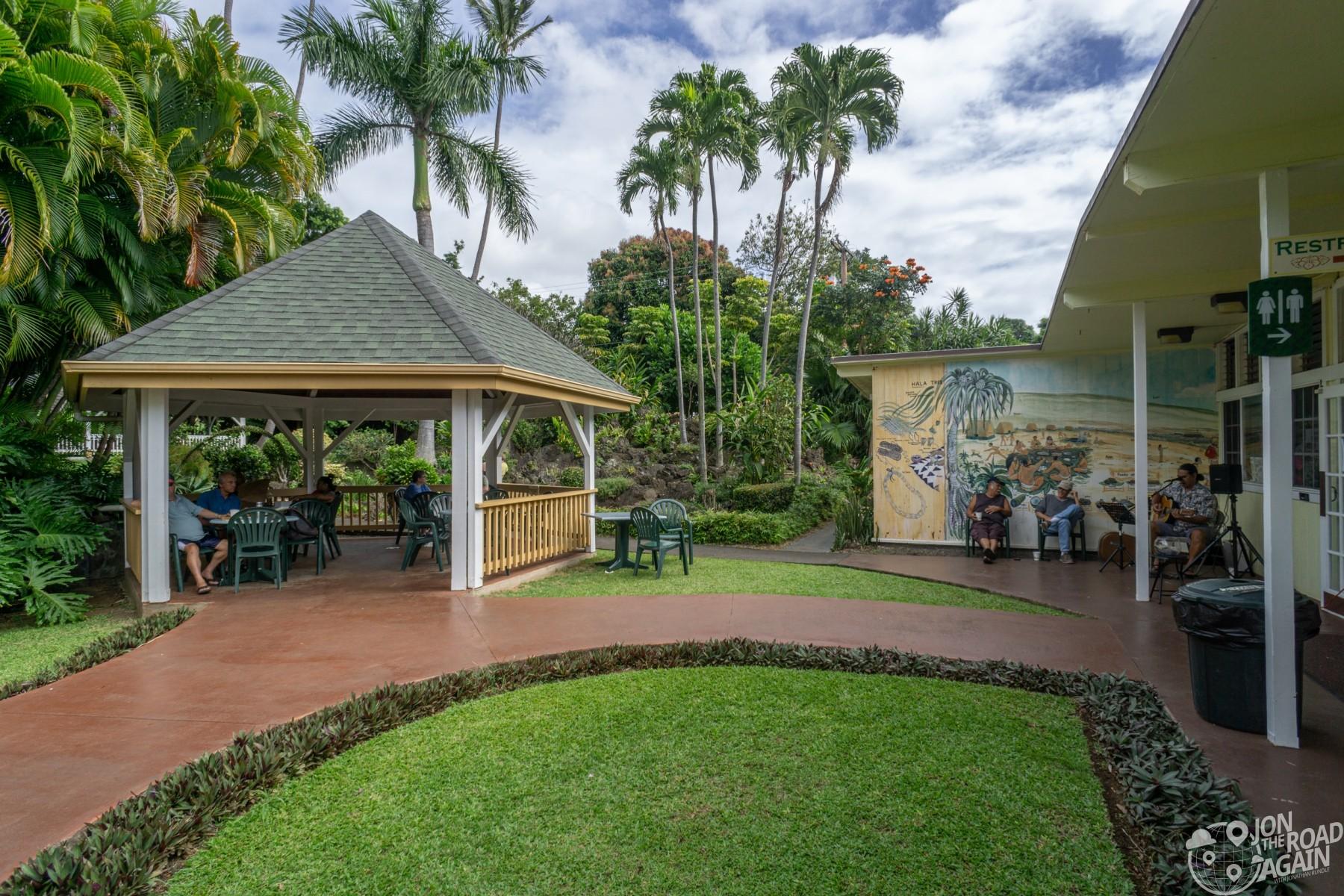 Punalu'u Bake Shop courtyard