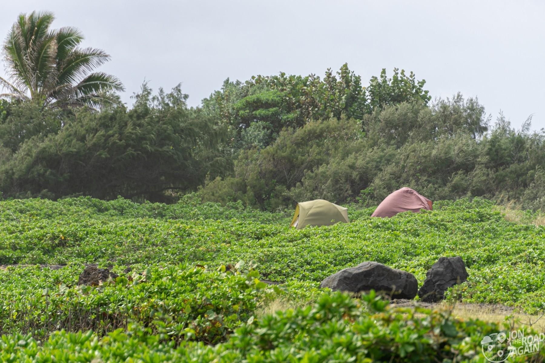 camping Punalu'u black sand beach